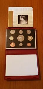 ROYAL MINT PROOF SET. Red Deluxe Leather Box 2002 Birthday Gift Coin Year Set.