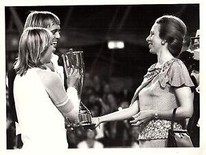 CHRIS EVERT & JOHN LLOYD vintage 1980 PRESS photo w/ PRINCESS ANNE tennis legend