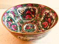 Antique Chinese Qing Dynasty Canton Famille Rose Medallion Porcelain Tea Bowl