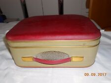 altes Tonbandgerät im Koffer