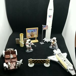 NASA mixed outer Space Play Sets discovery and astronauts shuttle