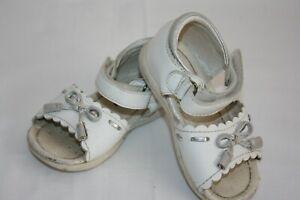 Schöne Sandalen von Billowy in weiß, Gr. 21 ( K192 )