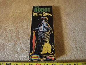 Vintage Lost in Space Robot mini model kit by Moebius 2009. NOS/new!