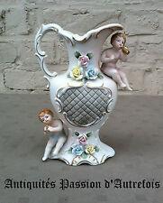 B20150947 - Pichet , vase en biscuit de porcelaine 1950-70 - Un petit manque