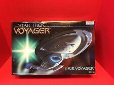 Star Trek Voyager USS Voyager Model Kit Monogram 1995