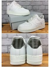Las SEÑORAS UK 5 EU 38.5 Nike Air Force 1 07 LV8 Blanco Holográfico talón entrenadores LG