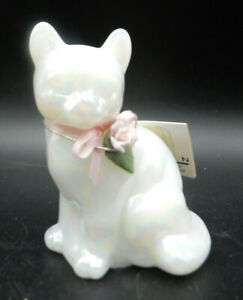 FENTON ART GLASS WHITE CARNIVAL IRIDESCENT CAT FIGURINE WITH PINK ROSE
