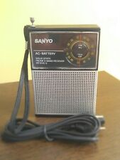 Radio transistor Sanyo RP 5115, antiguo.