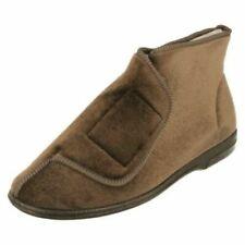 Zapatillas de andar marrones por casa de hombre