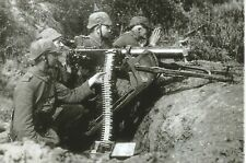 WW I German   Photo  ** Soldiers with Machine Gun   **