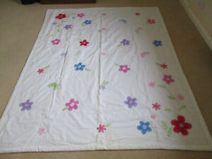 Chiffon Beads, Roomine Home Bedding - White Queen Quilt with Applique Flowers