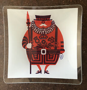 Kenneth Townsend Beefeater Chance Glass Dish - Sights Of London