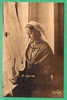 85 - cpa - Une jeune fille de St Gilles