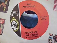 THE APPLEJACKS ON CAMEO RECORDSDANCE OF THE HOURS / HOT TODDY W/ PAPER SLEEVE