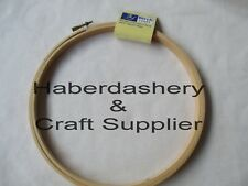 BIRCH EMBROIDERY HOOP SQUARE WOODEN EDGE WITH SCREW CLOSURE 20cm