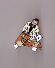 pin's table de casino / poker (signé démons et merveilles) hauteur: 3,2 cm