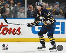 ZACK KASSIAN 8X10 PHOTO BUFFALO SABRES NHL PICTURE