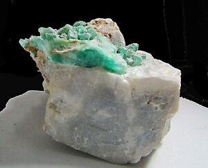 esmeraldas en su matriz - Colombia - roca de 100 grs