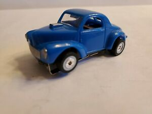 """BLUE MODEL MOTORING WILLY'S,ULTRA G CHASSIS WITH """"AW"""" WHITE WALLS HO SLOT CAR"""