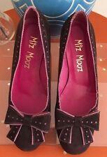 Size 6 NWOT Miz Mooz suede wedges