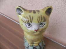 statue de chat en faience , statue sculpture chat sur rocher en ceramique 27 cm