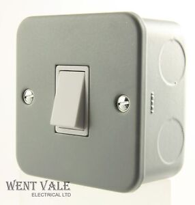 GET Metalclad Range - GMCS612 - 6a 1 Gang 2 Way Surface Switch Silver Grey New