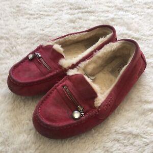 Ugg Suede Sheepskin Mocassin Womens Charm Zip Slippers magenta Size 8