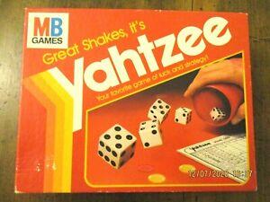 ~VINTAGE YAHTZEE by MILTON BRADLEY - 1982 - GREAT SHAKES IT'S YAHTZEE - GC~