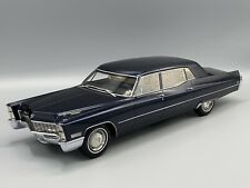 Cadillac Fleetwood Series 75 Limousine met.-dunkelblau 1967 -  1:18 BOS  *NEW*