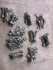 n° 63  Lot 100 clés anciennes de porte serrure clef / déco Clef table de mariage