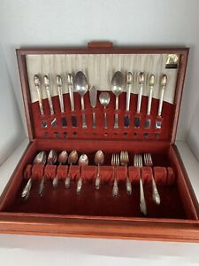 1847 Rogers Bros FIRST LOVE Silver Plate Dinner Set w/ Case SERVICE 8 (52 PC)