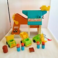 Fisher Price 942 Little People Lift & Load Depot 1972 Vintage