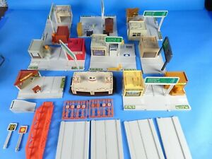 VINTAGE 1981 MATTEL  HOT WHEELS USA BUILDER SET W/EXTRAS