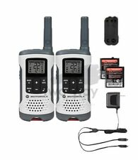 Motorola Talkabout T260 Two-Way Radio / Walkie Talkies Rechargeable 2-PACK