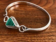 - MEXICAN STERLING SILVER BRACELET WITH MOUNTED TRIANGULAR MALACHITE: NO MONO