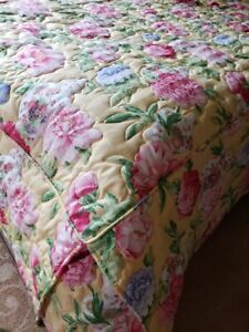 Yellow Twin Bedspread and Sham, Pink & Blue Flowers, White Vases