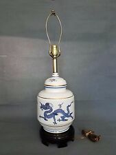 CLASSIC BLUE AND WHITE CHINESE ORIENTAL PORCELAIN LAMP DRAGON MOTIF