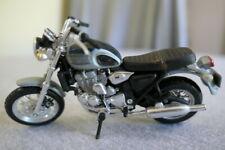 Maisto Die Cast Green & Silver Triumph Thunderbird Motorcycle Bike Toy 1:18