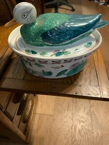 VINTAGE PRETTY CERAMIC DUCK CASSAROLE DISH /SOUP TUREEN WITH FREE SHIPPING