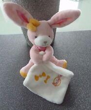 914- DOUDOU BABY NAT LAPIN ROSE JAUNE  MOUCHOIR BLANC 13 cms bonbons - NEUF *