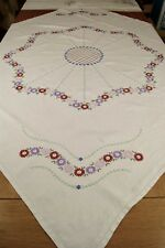 VINTAGE IRISH LINEN TABLECLOTH EMBROIDERED LAZY DAISY FLOWERS #T77