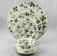 Wedgwood Wild Strawberry 5 Piece Place Setting R4406 New Multiple Available
