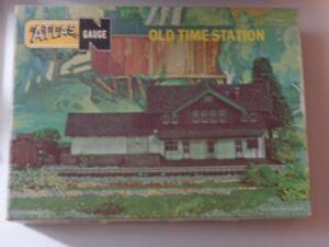 ATLAS N-gauge OLD TIME station 2850-200 (=POLA #650?), unassembled kit, open box