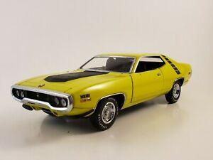 """Franklin Mint 71 Plymouth Road Runner """"CURIOUS YELLOW"""" LE 1:24  **READ**"""