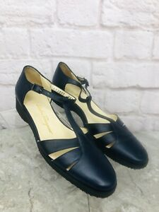 Salvatore Ferragamo Women's T Strap Navy Pebbled Leather Sandals Size 9 AA