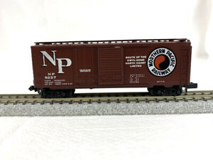 N Scale - Micro-Trains #22041 - Northern Pacific #8227 - Boxcar - Yellow Label