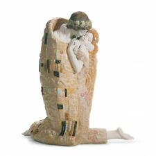 Lladro The Kiss Couple Sculpture 01018204