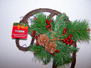 CHRISTMAS CANDY CANE WREATH DOOR WALL RATTAN WOOD PINE HOLLY BERRY OUTDOOR DECOR