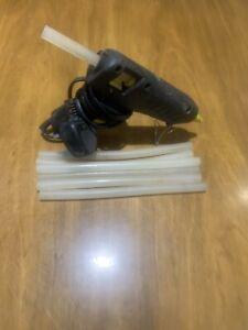 Loctite  Hot Melt Glue Gun + 6 1/2 Glue Sticks