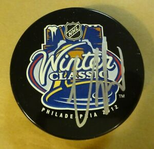 Autographed CLAUDE GIROUX Signed 2012 Winter Classic Flyers Hockey Puck